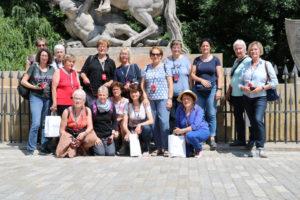 Die 16köpfige Reisegruppe im Königspark von Warschau